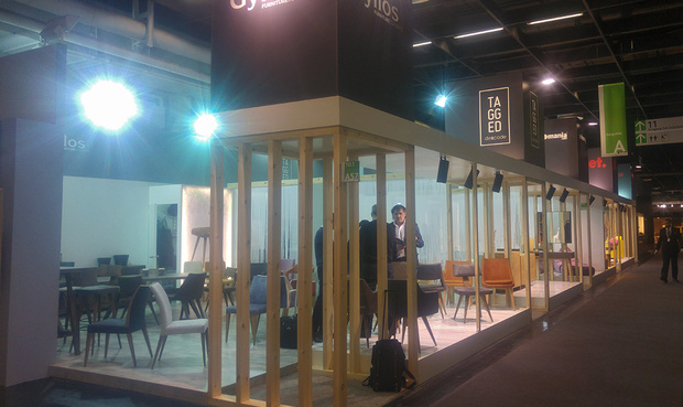 greek_group_stand_620